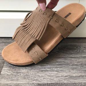 Minnetonka taupe fringe boho sandals size 8